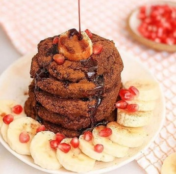 Small cakes like tiger nuts and cacao pancakes